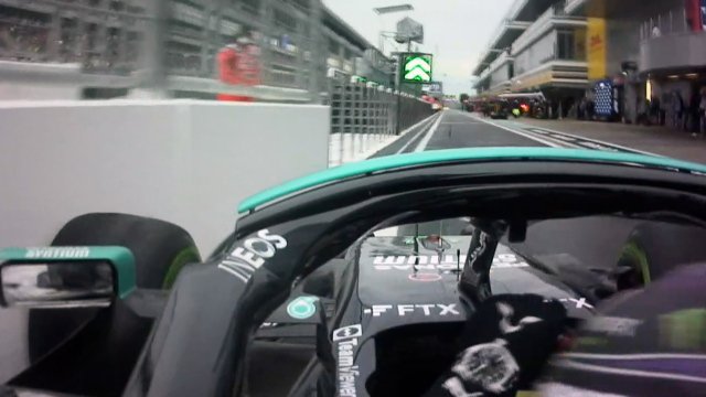 2021 Russian GP Qualifying: Hamilton crashes into wall on pit entry